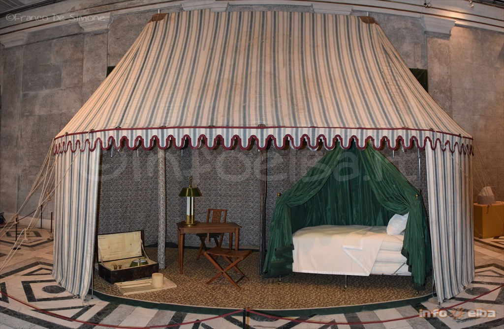 Napoleonu0027s tent is made from cotton and linen has blue and white stripes and has red woollen fringes all round; it also has an outer brim with pegs. & On show in Portoferraio Napoleonu0027s field tent