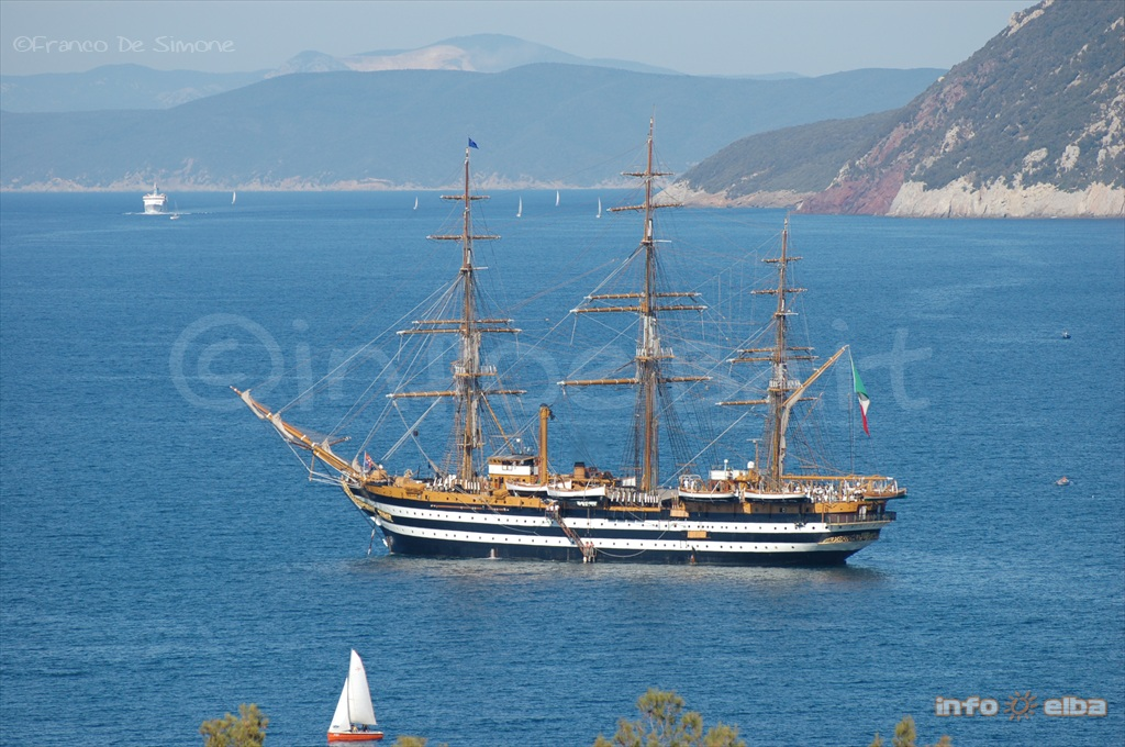 sailing with vespucci Amerigo vespucci (march 9, 1454 - february 22, 1512) was an italian merchant, explorer, and cartographer he played a senior role in two voyages which explored the east coast of south america.